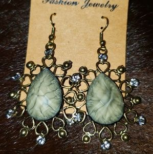 Vintage chandelier earrings, rare sryle and color